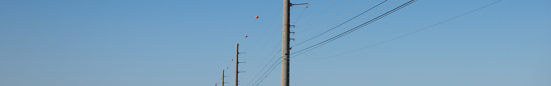 splice joint poles lined next to each other> <div class=