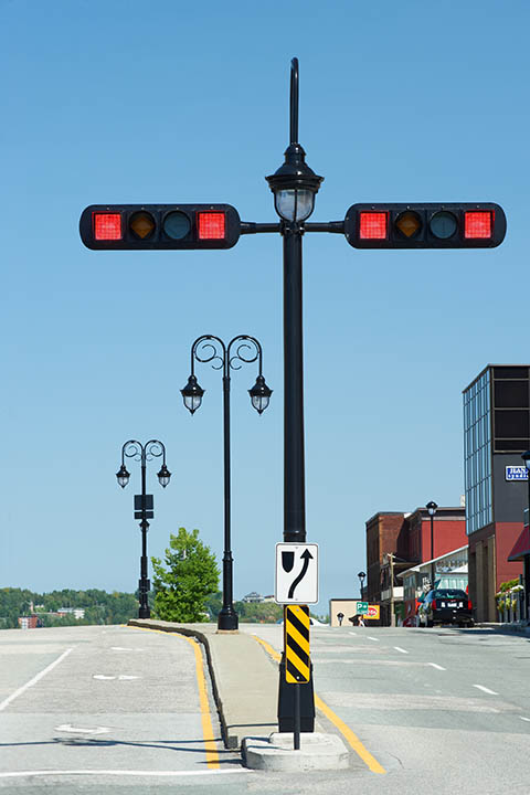 Valmont-Feralux-Custom-Traffic-Light-Signal-Pole