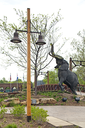 Valmont_Decorative-Wood-Area-Lighting-StLouisZoo2-MO